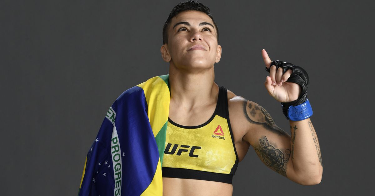 Read more about the article Despite nude photo leak, former UFC champ Jessica Andrade enjoying big money from OnlyFans
