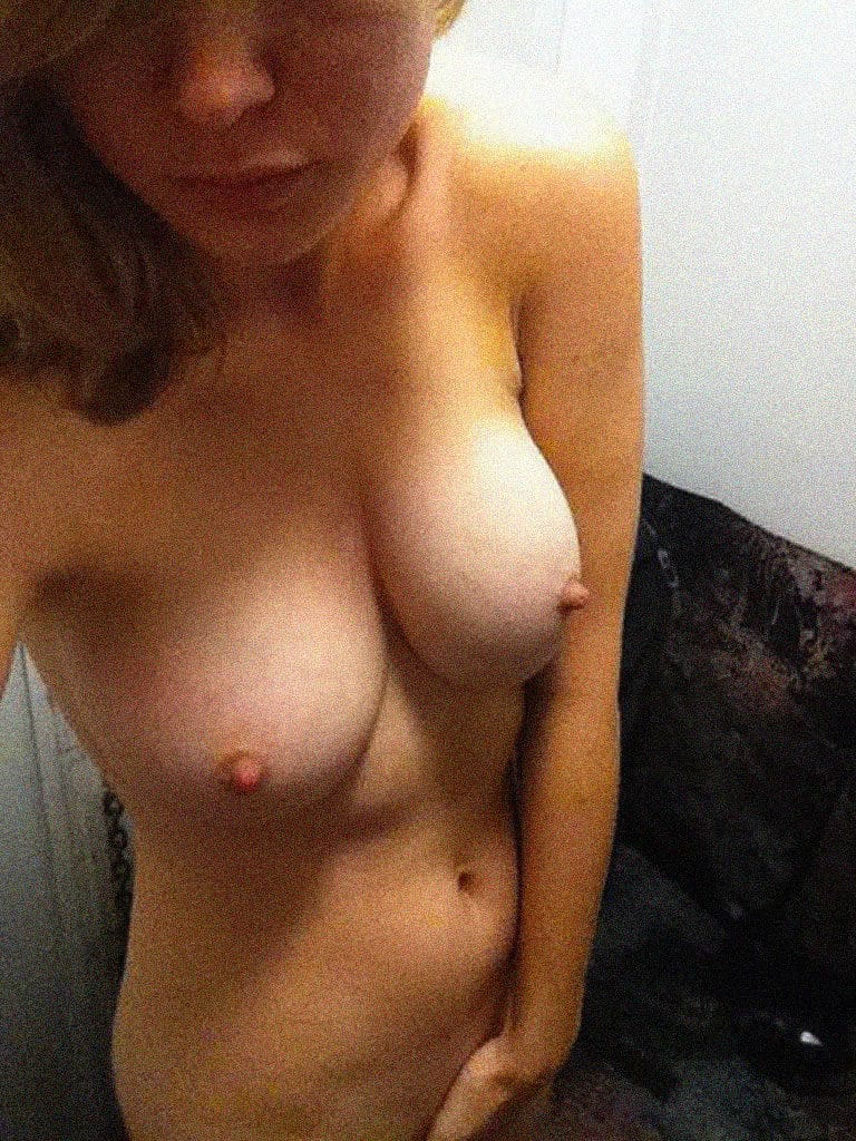 Brie Larson nude touching pussy